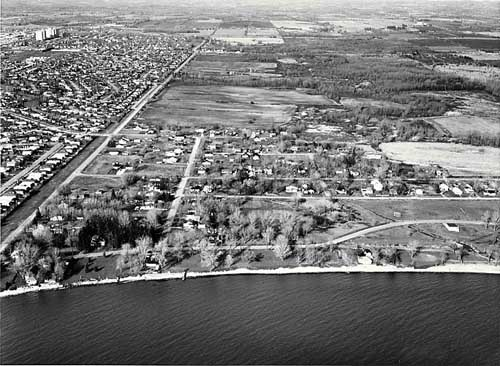 aerial photo of Pickering Beach—1984